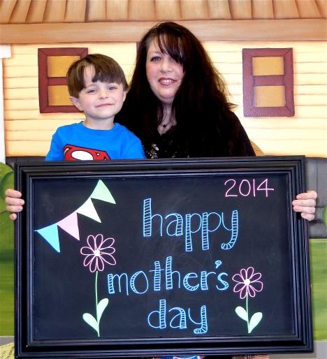 chalk:mom14-0